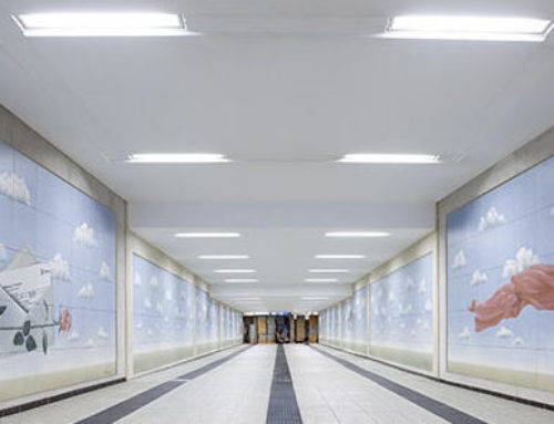 Fußgängertunnel am Bahnhof AschaffenburgKunstvolle Wandgestaltung mit Fliesen-Unikaten bringt helle Leichtigkeit