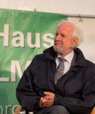Prof. Ernst Ulrich von Weizsäcker betrachtet die energieautarken Häuser in Freiberg als internationales Vorzeigebeispiel dafür, dass die Engergiewend möglich ist
