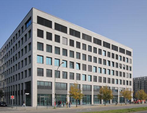 Bürogebäude M_Eins – BerlinModerne und nachhaltige Büroarchitektur für Zalando mit Klinkerriemchen von Ströher