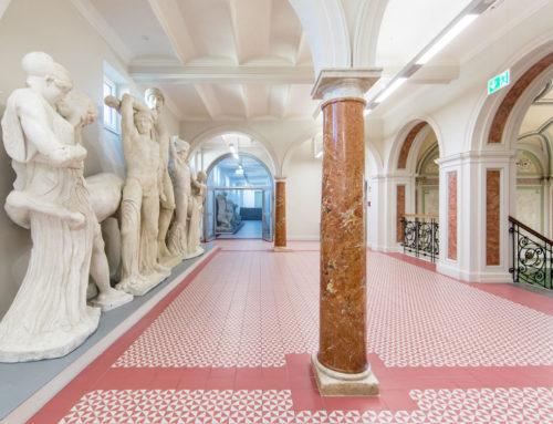 Denkmalsanierung Wilhelmsgymnasium MünchenFeinsteinzeugfliesen nach historischem Vorbild von Zahna-Fliesen
