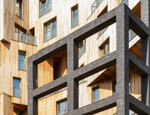 """10-stöckiges Wohngebäude """"The Cube"""" aus KreuzverbundholzKlinkergitter verleiht rekordverdächtigem Wohnblock ein Charaktergesicht"""